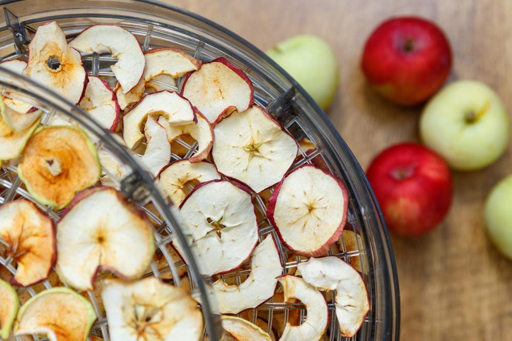 c3887f8da Sušička potravín sa stáva v mnohých domácnostiach čoraz obľúbenejším  kuchynským pomocníkom. Sušené ovocie je nielen veľmi chutné, ale aj veľmi  aj zdravé a ...