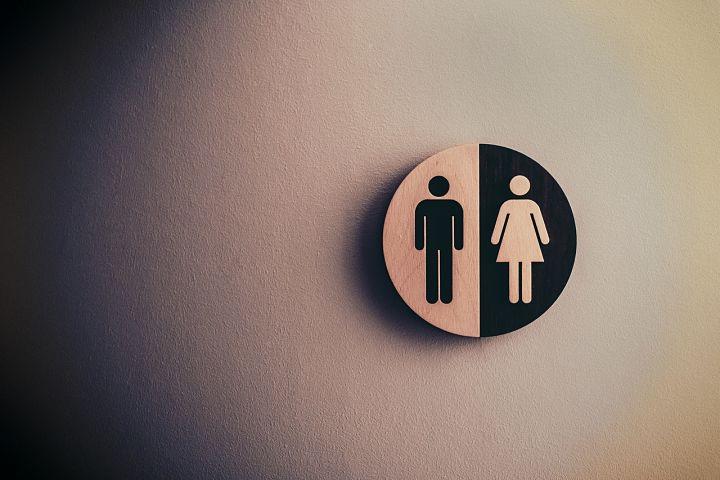 Dámske a pánske toalety.