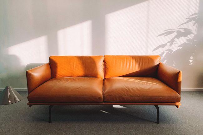 Kožená sedačka je srdcom obývačky.