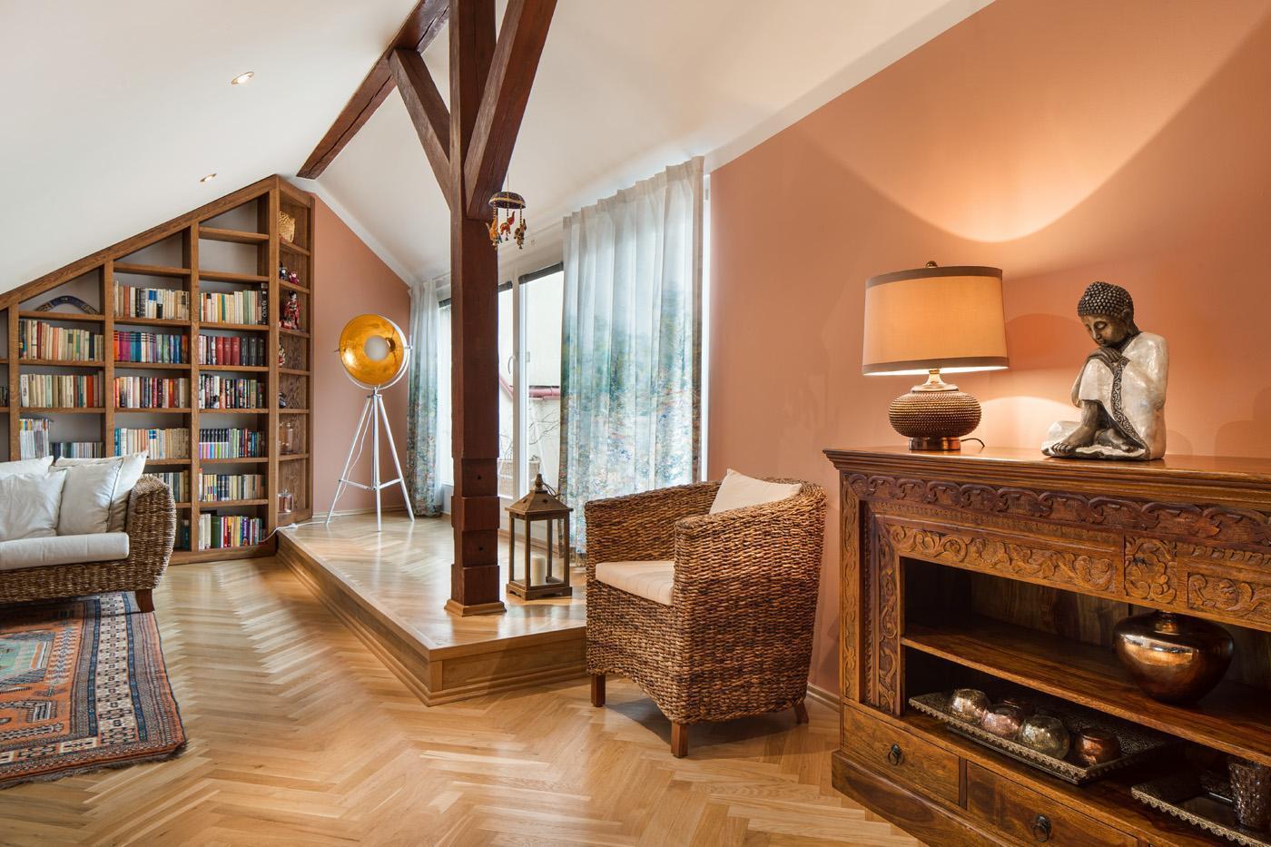 Knihovna a relaxační místnost ve druhým patře - Byt Vinohrady