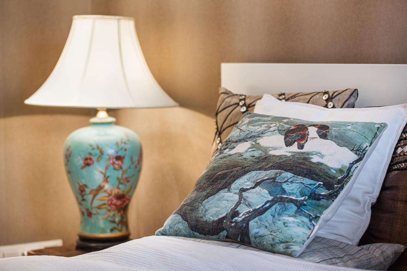 Dekorace v ložnici - Byt Vinohrady