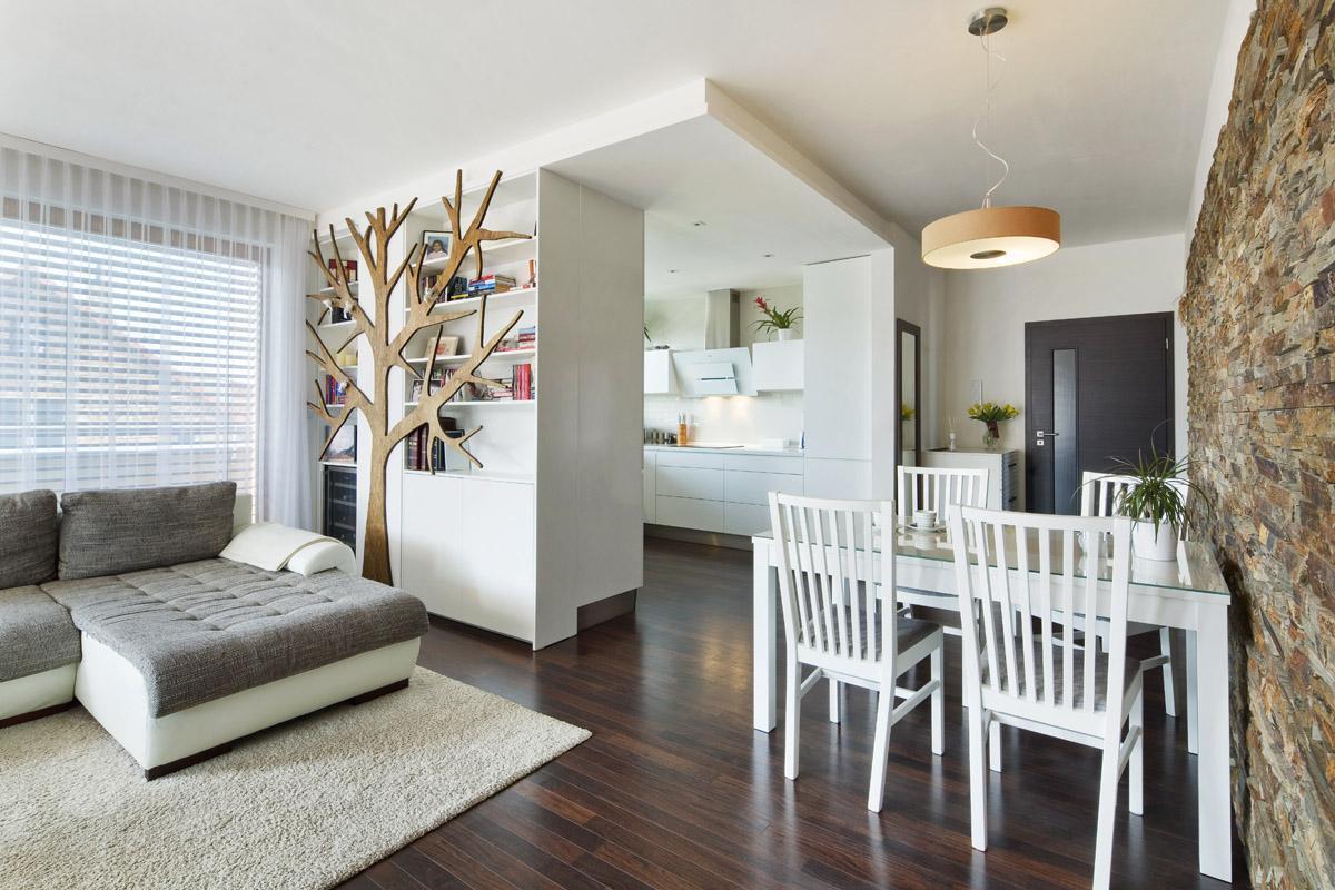 Obývací pokoj propojen s kuchyní - Byt pod Viaduktem