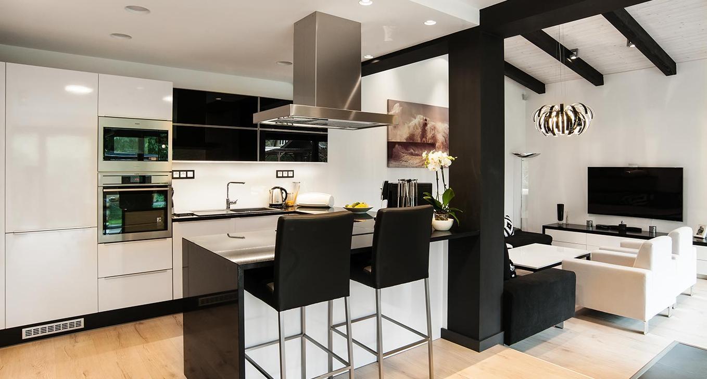Kuchyně s barovým pultem - Interiér rodinného domu, Praha - Západ
