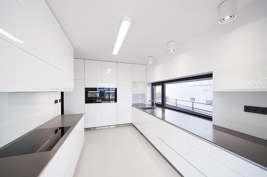 Moderní prostorná kuchyně - Vila s výhledem