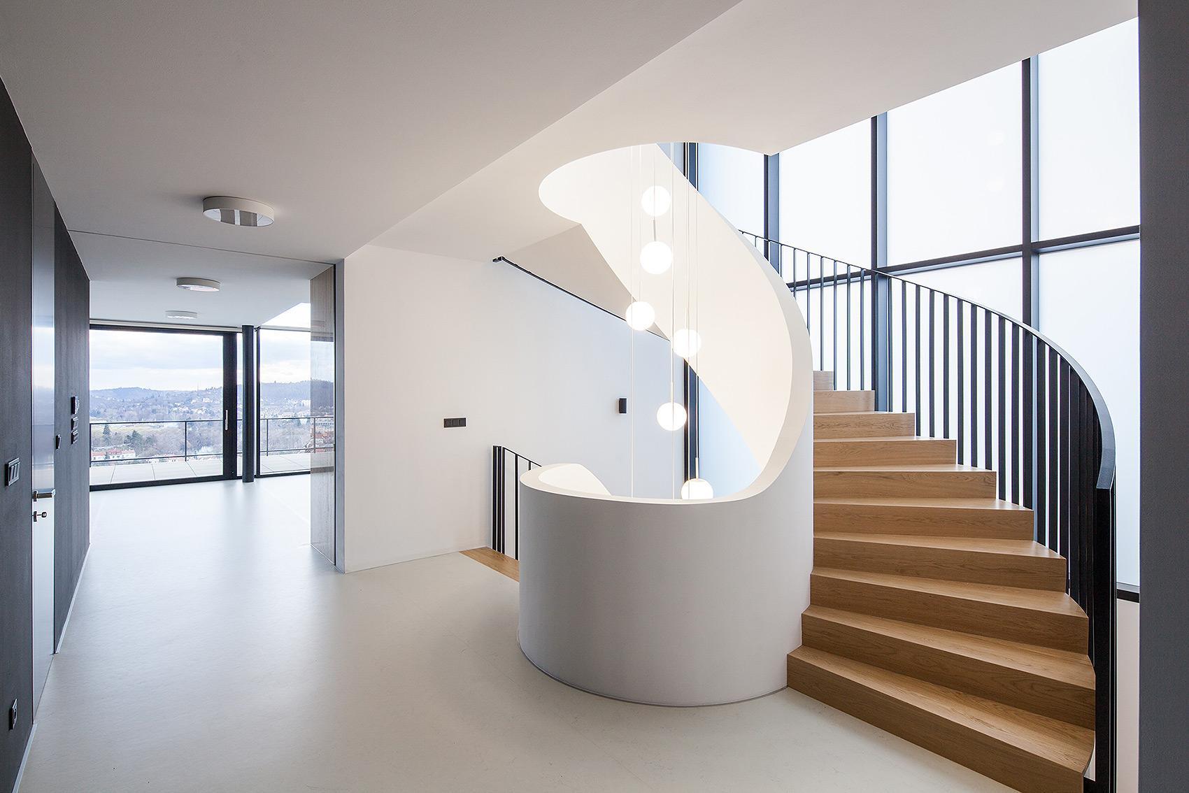Točité schodiště - Vila s výhledem