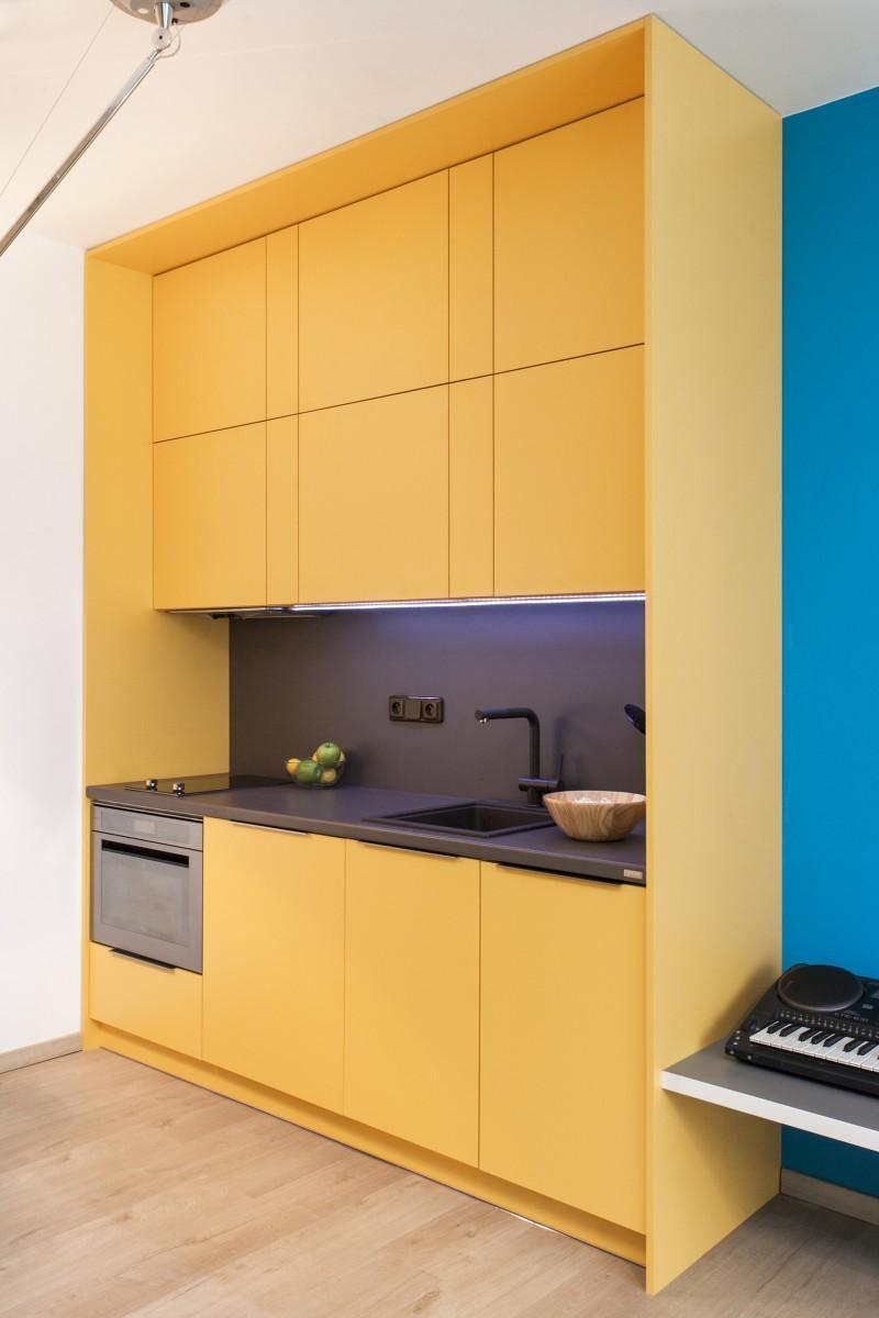 Minimalistická žltá kuchynská linka
