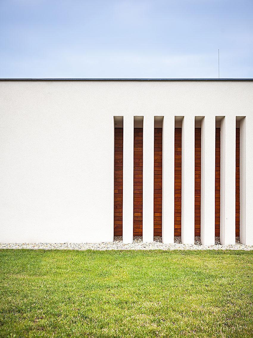 Dům s atriem - detail na budovu