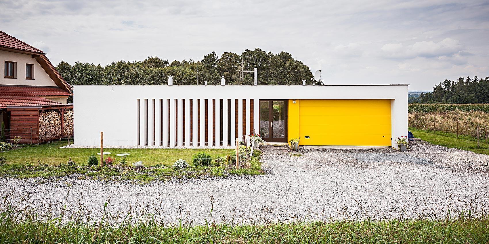 Dům s atriem - garáž