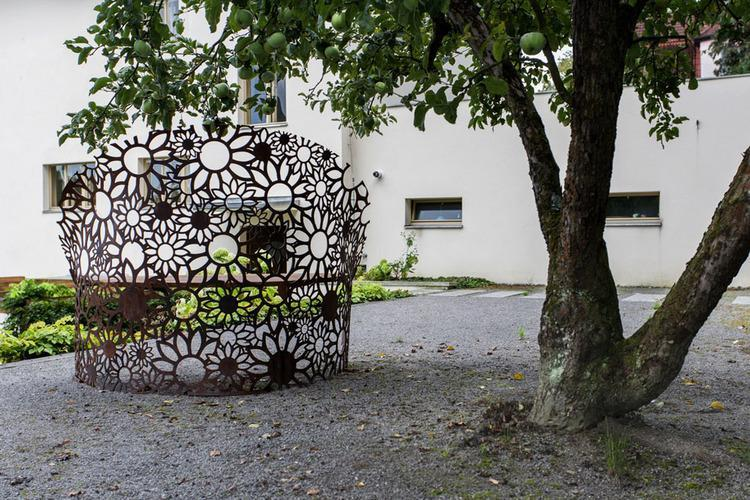 Kvetinová lavička