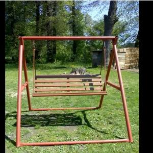 Aj takto si môžeš zo starej železnej konštrukcie vyrobiť parádnu novú hojdačku na záhradu.