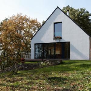 Rodinný dom nad rybníkom
