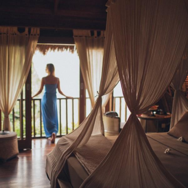Tri overené spôsoby, ako urobiť baldachýn nad posteľ?
