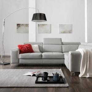 Ako správne osvetliť obývaciu izbu, aby ste sa v nej cítili dobre? Nezabúdajte na doplnkové osvetlenie