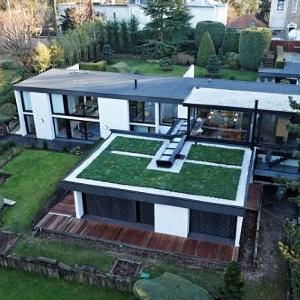 Pohodový život v dome s modernou plochou strechou