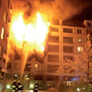 """Horľavý materiál na fasáde dodáva požiaru """"palivo"""" navyše"""