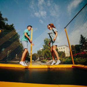 Skákanie na trampolíne nie je len zábavkou pre deti. Týchto 7 dôvodov vás presvedčí, že skákať by ste mali začať i vy