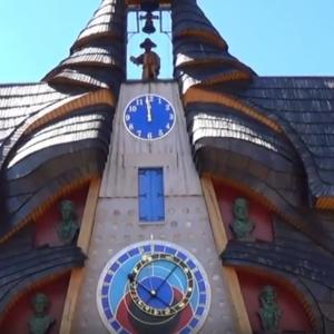 Najväčšia drevená socha na Slovensku - Slovenský orloj v Starej Bystrici