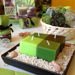 Tipy na ozdobenie jedálenského stola s použitím dekoračného farebného piesku